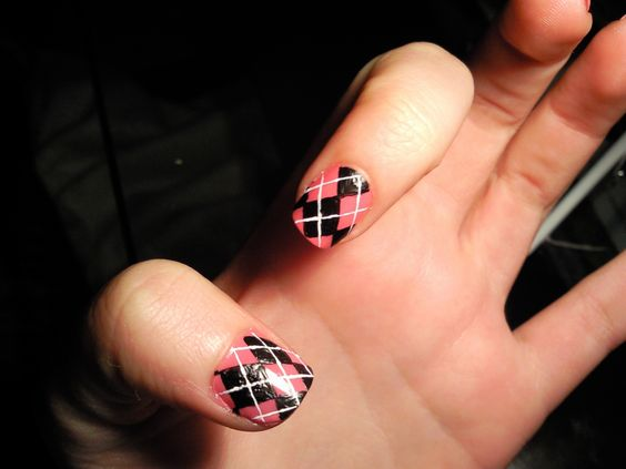 Argyle nail art manicure 3