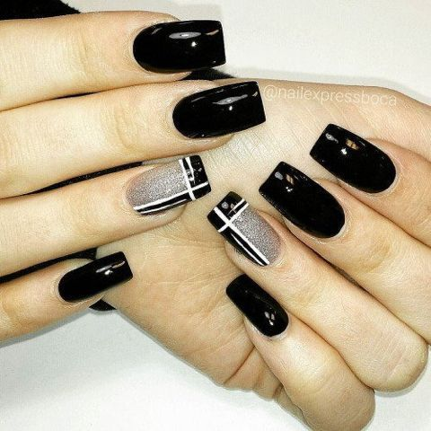black decorated nails ´23