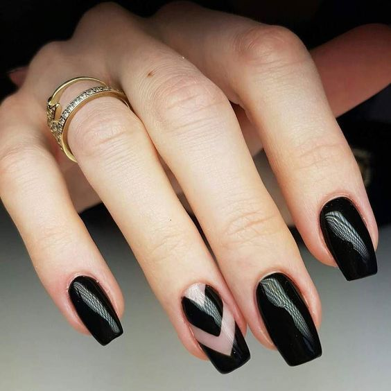 black decorated nails 19