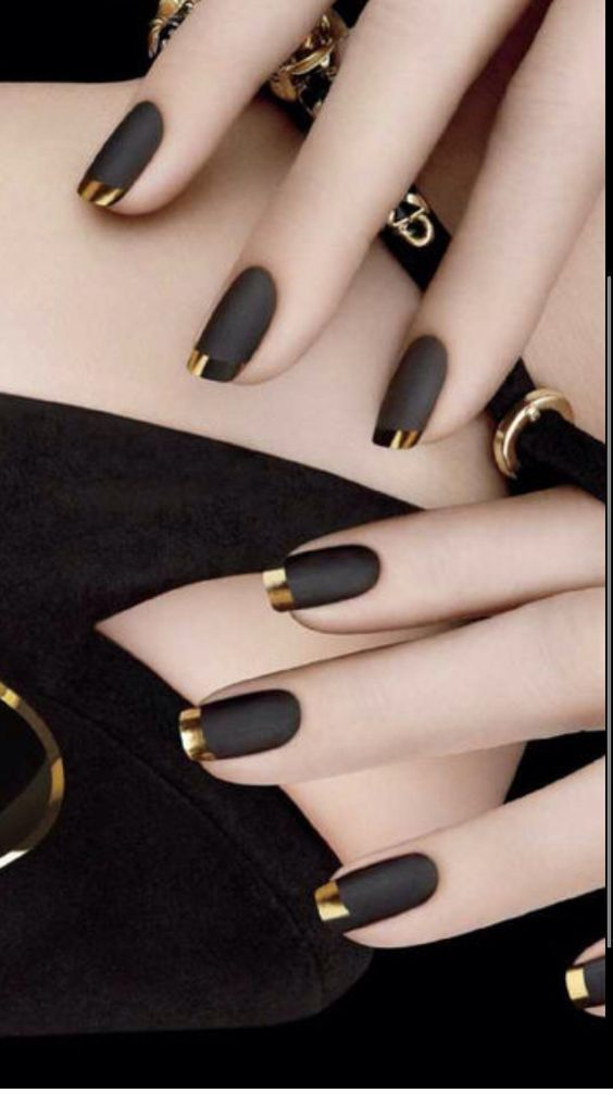 black decorated nails 3