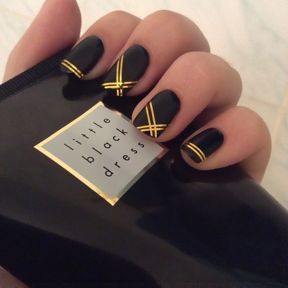 black decorated nails 4