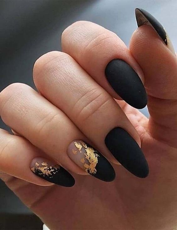 black decorated nails 6