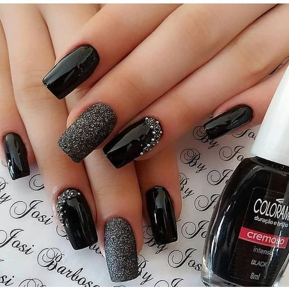 black decorated nails 8