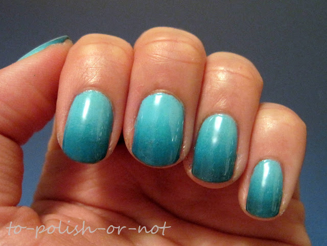 blue-gradient-nails
