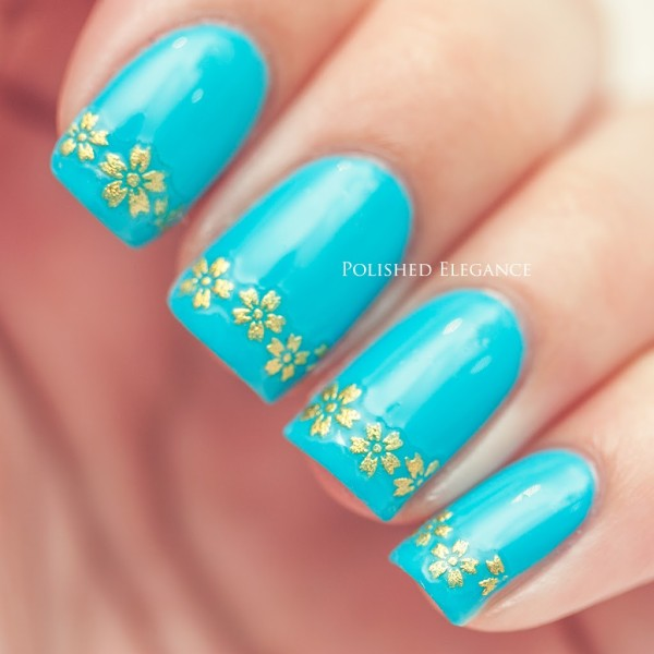 blue with flowers nail art