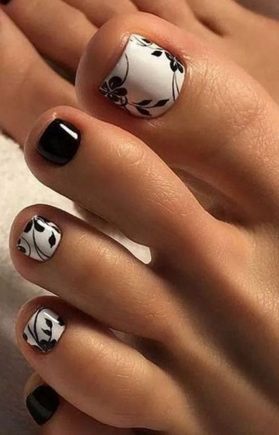 decorated toenails ideas 11