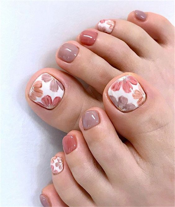 decorated toenails ideas 14