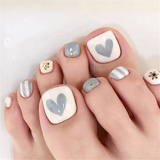 decorated toenails ideas 15