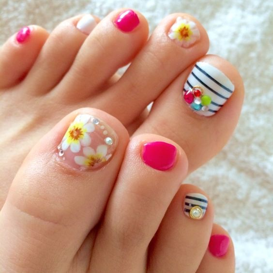 decorated toenails ideas 18