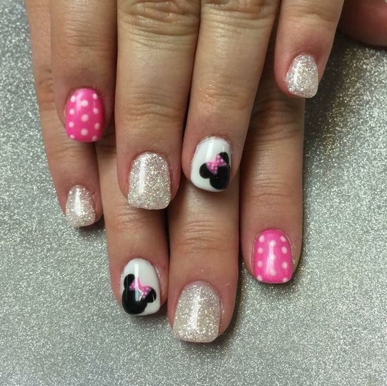 Decorated Nails Minnie Mouse
